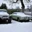 Auto,s in de sneeuw.