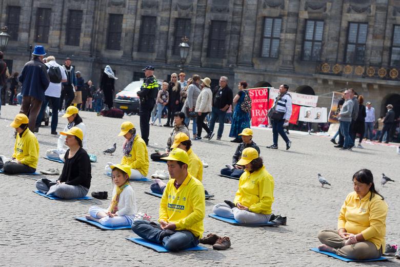 Meditatie op de dam - Meditatie op de dam in Amsterdam voor het goede doel.