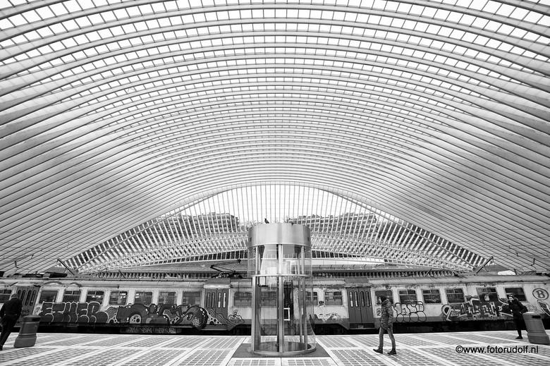 Guillemins Liege - Misschien wel een van de mooiste treinstations van West-Europa het Guillemins te Luik. Een echte aanrader, en dan was het nu nog sl