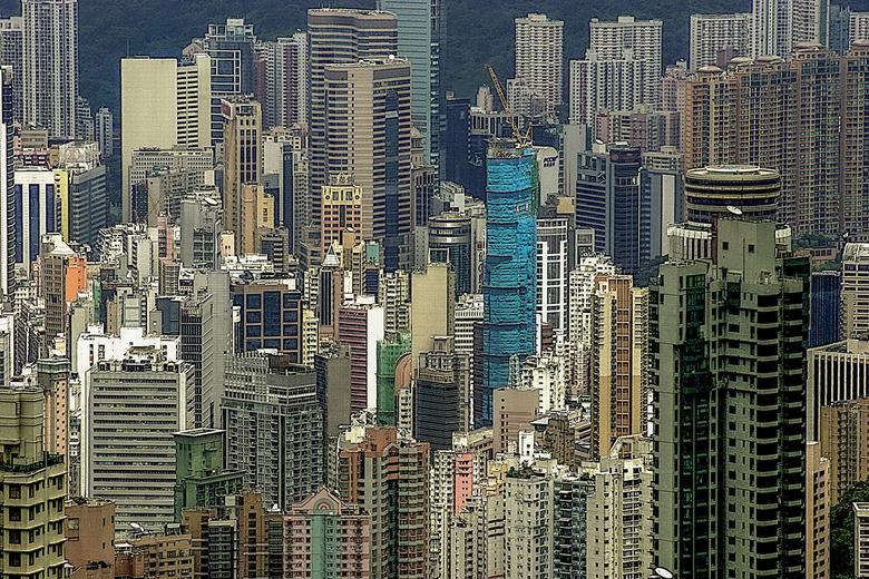 Hong Kong - Uit de oude doos: Technisch niet zo'n goede foto. Maar het blijft fascinerend om vanaf de Peak op Kowloon neer te kijken. Boeiend. En