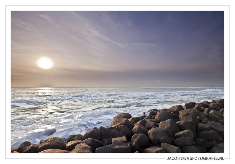 Winter op Urk (3) - Kruiend ijs bij zonsondergang. Genomen op 28 januari 2013.