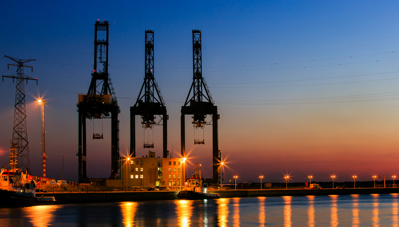 Antwerpen haven industrie - Deze foto had ik genomen bij de haven van Antwerpen in de avondschemering, vanaf de zeesluis van Zandvliet .