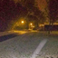 Met de zaklantaarn in de sneeuw