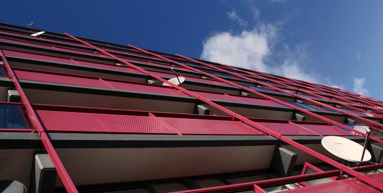 Flats Leiderdorp 2 - In leiderdorp zijn enkele flats gerenoveerd en hebben verschillende kleuren gekregen. Tevens zijn er enkele nieuwe flats bijgebou