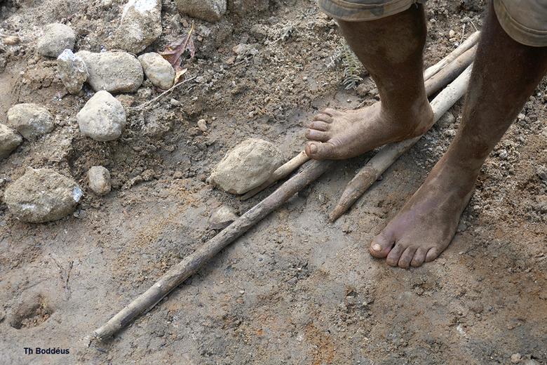 dagmijnbouwer 1903088969mw - halfedelsteenzoeker veel handen en voetenwerk is nodig