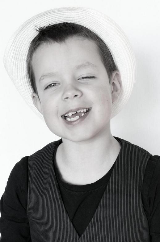Thomas - Tijdens de shoot was hij aan het variëren met een witte en een zwarte hoed. Hij had het er prima mee naar zijn zin.