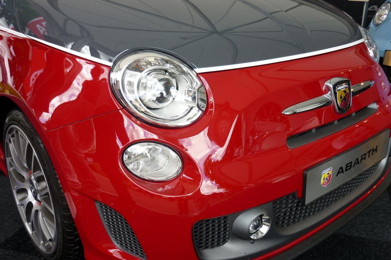 Fiat 500 Abarth.JPG - Fiat 500 Abarth    P571.JPG<br /> Stond te pronken en lonken naar bezoekers van &quot;De Smaak van Italië&quot; en zeg nou zelf