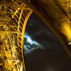 Eiffeltoren bij volle maan