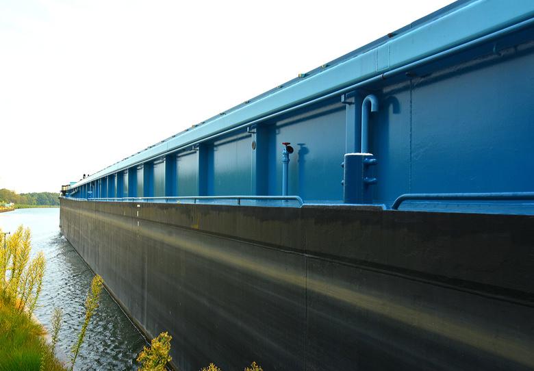 DSC_4094  Lang en blauw. - Lang en blauw.<br /> <br /> uit de sluis van Wiene.