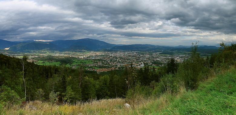panorama Villach - Hier een panorama uitzicht vanaf de Villacher alpenstrasse.<br /> Panorama van 4 verticale foto&#039;s.<br /> <br /> Groet Rolan