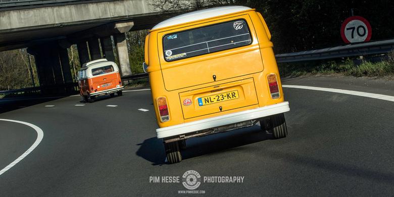 Road trippin' - Twee klassieke Volkswagen busjes onderweg naar Vintage at Zandvoort.