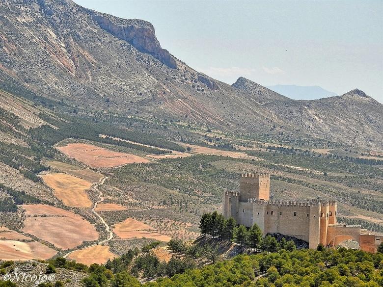 Castillo de Vélez-Blanco, Andalusie - In 1506 werd met de bouw op het voormalige (Arabische) fort gestart, gotische bouw. Gerestaureerd in de 90er jar