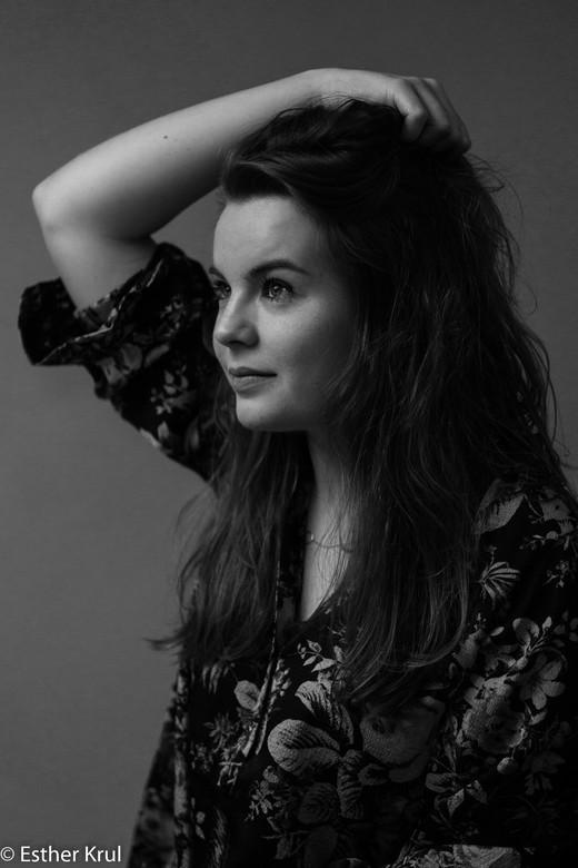 """Celine - Mijn eerste poging tot portretfotografie. Ik moet nog veel leren en oefenen, dus feedback is welkom <img  src=""""/images/smileys/smile.png""""/>"""