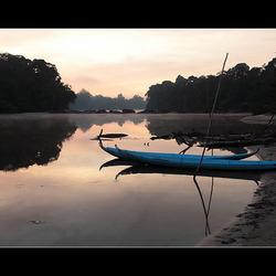 Nog even ontbijten en dan weer verder de rivier opvaren