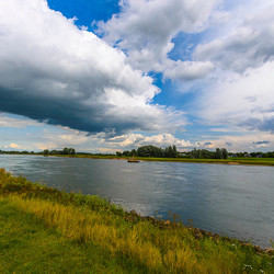 Wolken boven de IJssel.