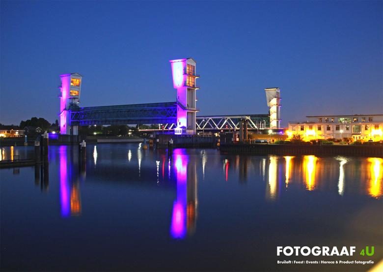 Fotograaf4U Stormvloedkering Krimpen aan den IJssel (Nachtshot) - Nachtshot van de Algerabrug en Stormvloedkering in Krimpen aan den IJssel, genomen v