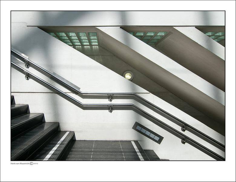 Luik-2-30 - 2998<br /> Vervolg op 28 de zonzijde<br /> merk op als je je omdraait ook de diagonaal mee draait