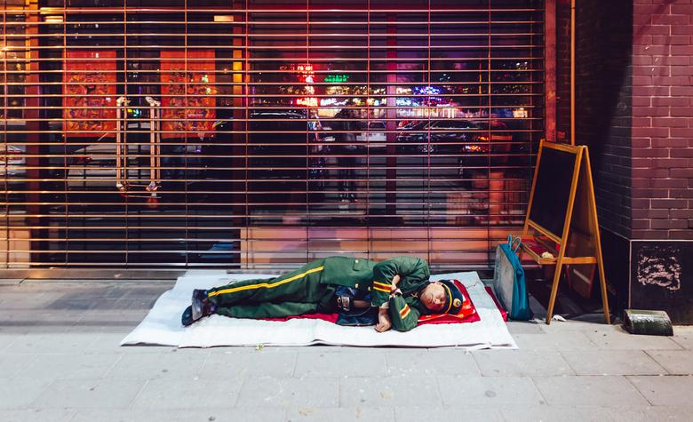 Sleeping guard - Een slapende bewaker in Beijing! Gelukkig in een veilige buurt...