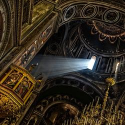 het licht naar de preekstoel