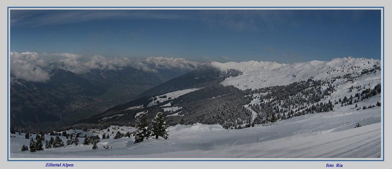 Zillertal Alpen - Winter maart 2007 Oostenrijk: Boven op de Alpen van het Zillertal. Beneden zie je het Zillertal liggen. Boven scheen de zon en bened