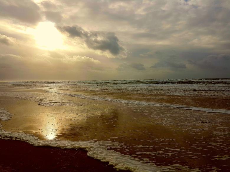 Life is beautyfull - Uitzicht vanaf ijmuiden strand.
