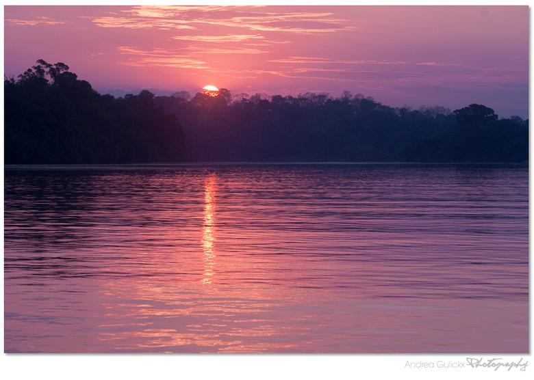 Amazone Sunset - Een bekender plaatje maar ik wil nog even nagenieten van de warme nu de kou hier weer meer verschijnt. Ook bij zonsondergangen speel