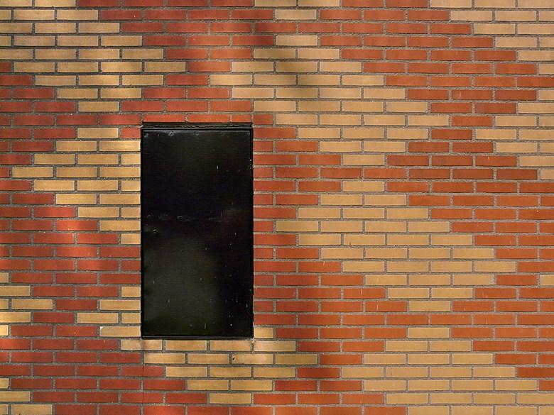 Minimalisme. - Stadsdeel Nieuw-west Amsterdam.<br /> Groot kijken.<br /> <br /> 15 juli 2011,<br /> Groetjes, Bob.