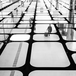 De mens gevangen tussen glas, staal en beton 4