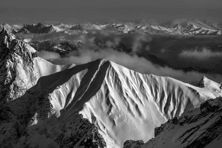 Bekijk deze foto groot ;-) Top Zugspitze Oostenrijkse kant - Op ongeveer 3000mtr hoogte genomen. <br /> Wat een uitzicht. <br /> Bewerkt in Photosho