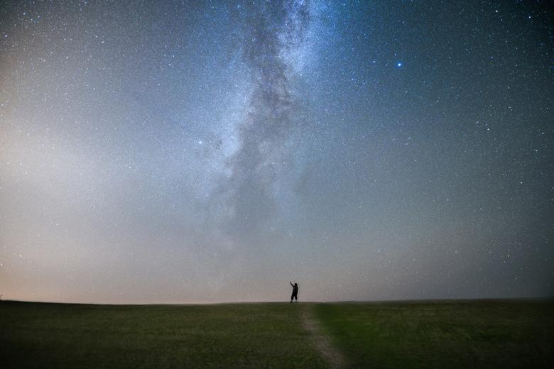 We are small.  - De Melkweg is het sterrenstelsel waarin ons zonnestelsel zich bevindt. Vanaf de Aarde is deze te zien als een prachtige band die van