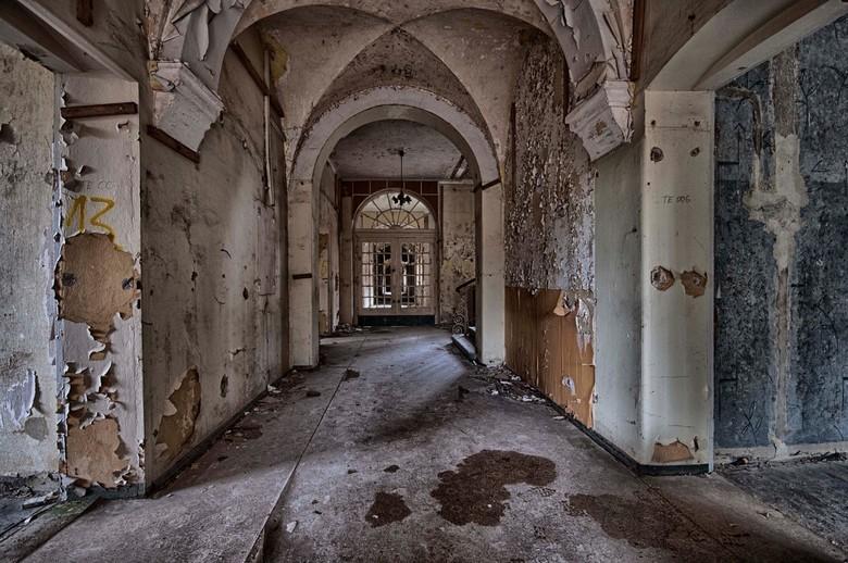 """Heilstatten - Een verlaten oude longinstituut in Oost Duitsland, prachtige architectuur en heerlijk verval als dat jou ding is <img  src=""""/images/smil"""