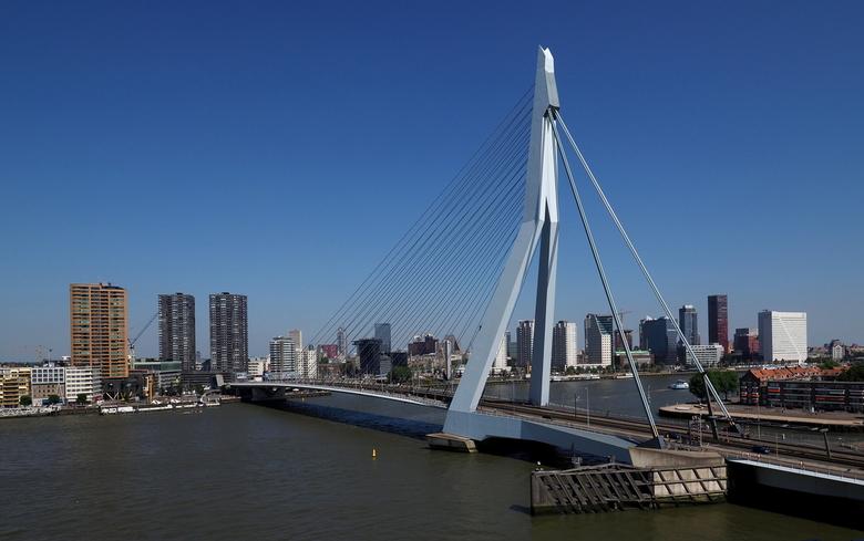 Vanaf.... - Toren Oost....een mooi overzicht van Rotterdam..en de Picture ,de Erasmusbrug.