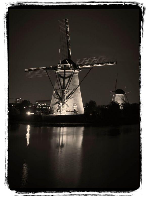 Kinderdijk at night - Veel foto's gemaakt tijdens het lichtfestival op Kinderdijk begin september. Helaas een hele heldere hemel dus krijg je een
