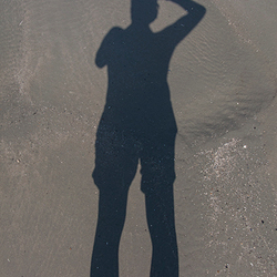Schaduw op strand Ameland