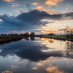 Ondergaande zon in Zeeuws Vlaanderen