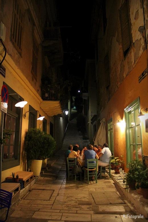 Een warme Griekse avond - Dit beeld geeft een warme avond in Griekenland weer.