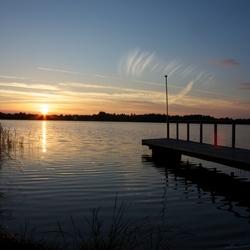 Zonsondergang bij het meer Kvie Sø