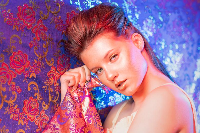 Gold - Model: Leona Mulder<br /> Visagie: Mirjam Meijer