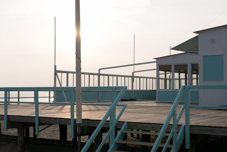 Strandtent - Lockdown - Normaal gesproken zijn de strandtenten overval met mensen deze tijd van het jaar, dit jaar niet.....