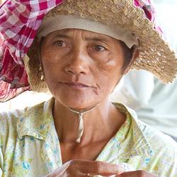 Faces of Cambodja -32- vrouw op de markt