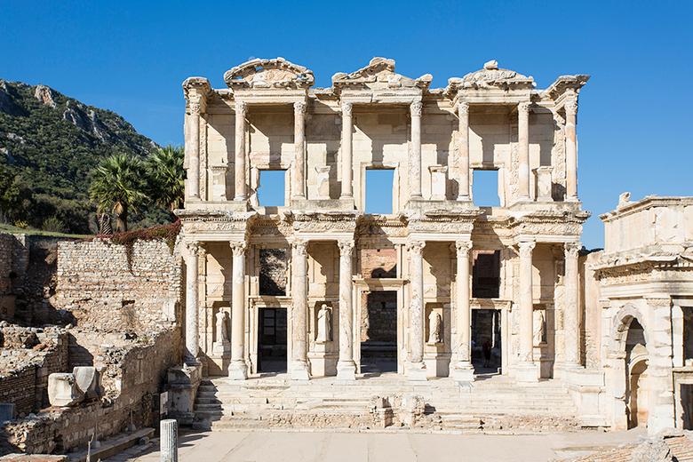 Efeze Turkije - Efeze staat bekend als één van de meest fascinerende archeologische opgravingen ter wereld. Het is ook één van de best bewaarde antiek