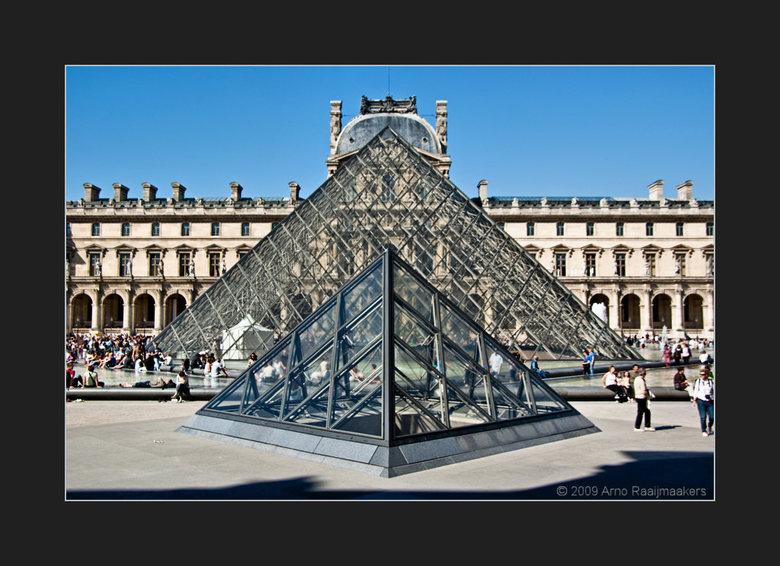 Parijs Louvre3 - En natuurlijk ga je ook naar het Louvre als je in Parijs bent....<br /> <br /> Enkele buitenfoto&#039;s. <br /> <br /> De schaduw