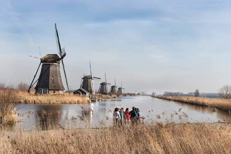 Kinderdijk - &quot;...&quot;What giants?&quot; Asked Sancho Panza.<br /> &quot;The ones you can see over there,&quot; answered his master, &quot;with