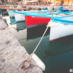 Traditionele vissersboten in de haven