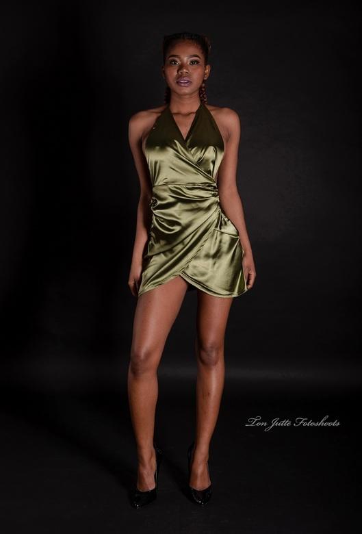 Groene energie - Wendy in en sexy jurk
