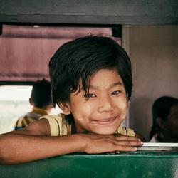 Kind in trein (Myanmar-Yangon)