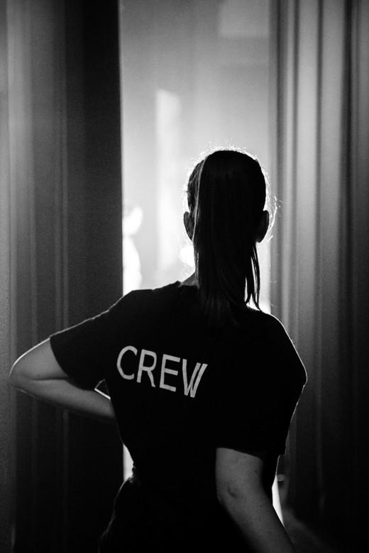 C.R.E.W. - Achter de schermen bij een show geschoten. Weinig licht en veel tegenlicht maakte het lastig, maar toch een paar goede shots kunnen maken.
