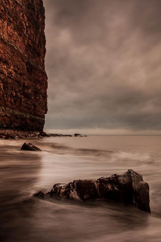 Het Woeste Helgoland.. - Bewegende zee en de woeste kleuren van de kliffen op Helgoland, Prachtig..