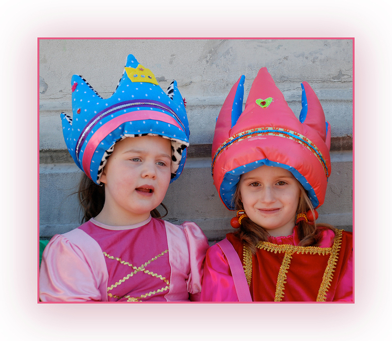 Pink Ribbon - Think Pink, zullen deze jongedames ongetwijfeld hebben gedacht ... <br /> En jong geleerd, is oud gedaan dacht ik zo. <br /> Mijn bijd