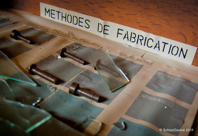 """Making &amp; breaking - Het contrast tussen het label en het gebroken glas vond ik wel mooi <img  src=""""/images/smileys/smile.png""""/>"""